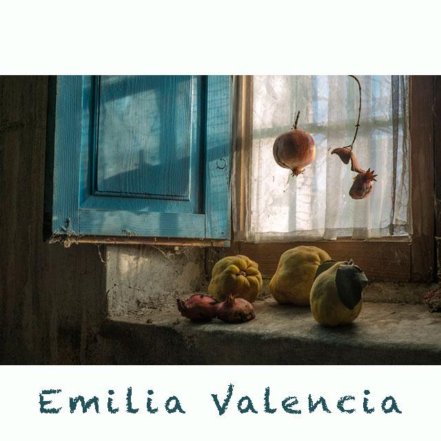 """Emilia Valencia: """"De parte de las cosas sencillas"""""""