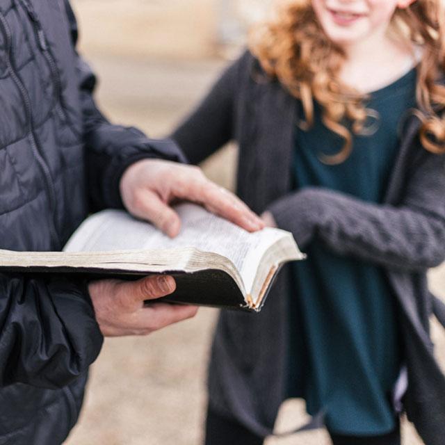 Leer en familia y Club de Lectura Juvenil con Estrella Escriña.