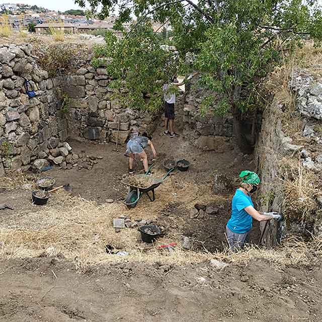 1ª Campaña de excavaciones arqueológicas: Castillo Viejo de Manzanares El Real (2021).